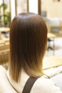 髪質改善ストレートエステ(高難易度縮毛矯正)をブリーチしている髪にかけた後のミディアムヘア