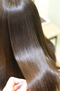 髪質改善ストレート(縮毛矯正)の施術後の状態|亀有・松戸・綾瀬・金町の髪質改善専門店オーファ