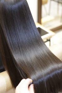 髪質改善ストレートエステ(縮毛矯正)を施術した後の状態|亀有・金町・松戸の髪質改善専門店オーファ