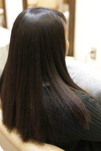 黒人さんと日本人のハーフで髪のクセが強い方に、「髪質改善縮毛矯正」を施術した後の状態ー亀有・綾瀬・松戸・金町の髪質改善専門店オーファ